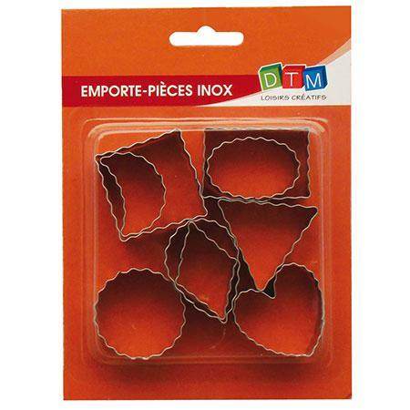 9 emporte-pièces inox - Contours ondulés - Coeur : 4 x 3.8 cm