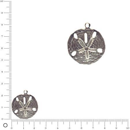 Breloque ronde martelée motif central gravé L. 24 mm - Argenté vieilli