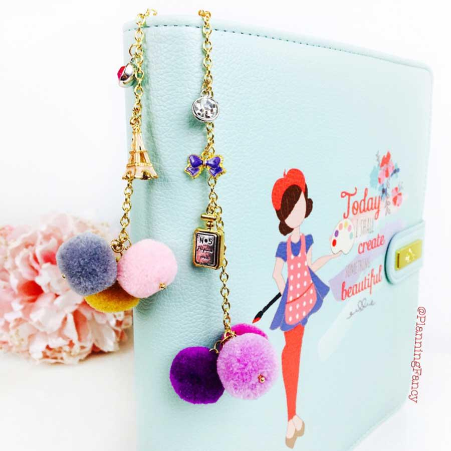 Breloque pour Planner Hey Sailor! Pom Pom Key Chain