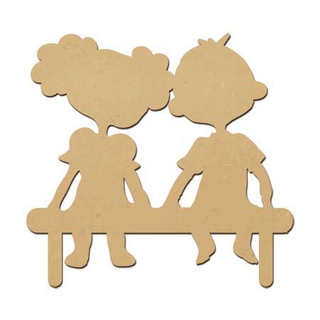 Amoureux en bois sur un banc - 3,5 x 3,2 cm