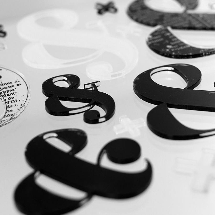Lot de 20 embellissements acryliques Décos Esperluettes